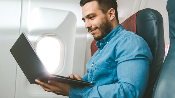 Laptop im Flugzeug