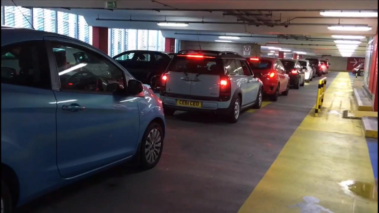 airport parking queuing