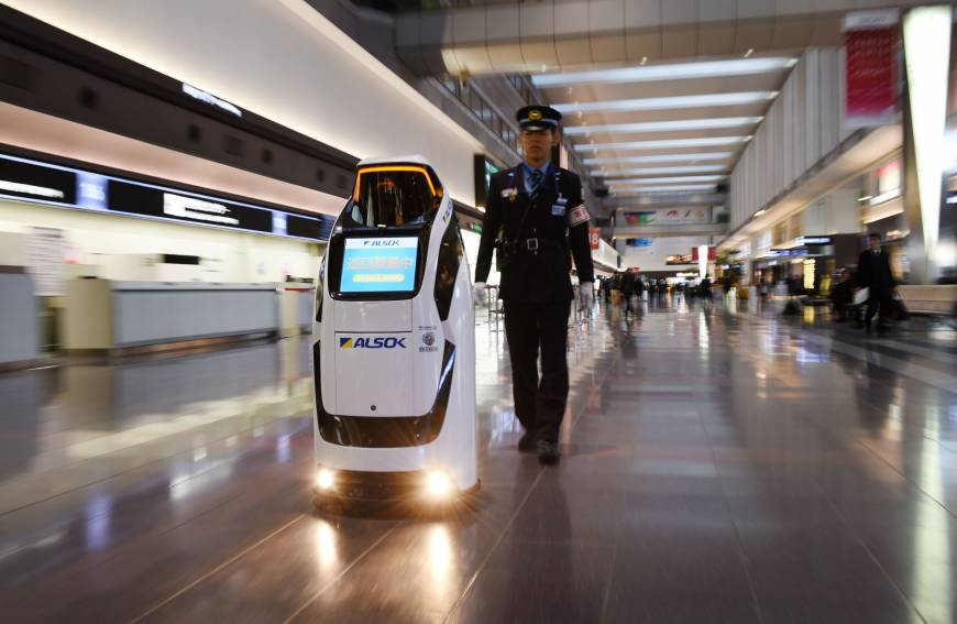 robot airport innovations